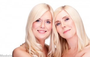 models-mom-and-daughter-blonde