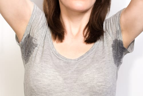 woman sweating very badly under armpit-img-blog